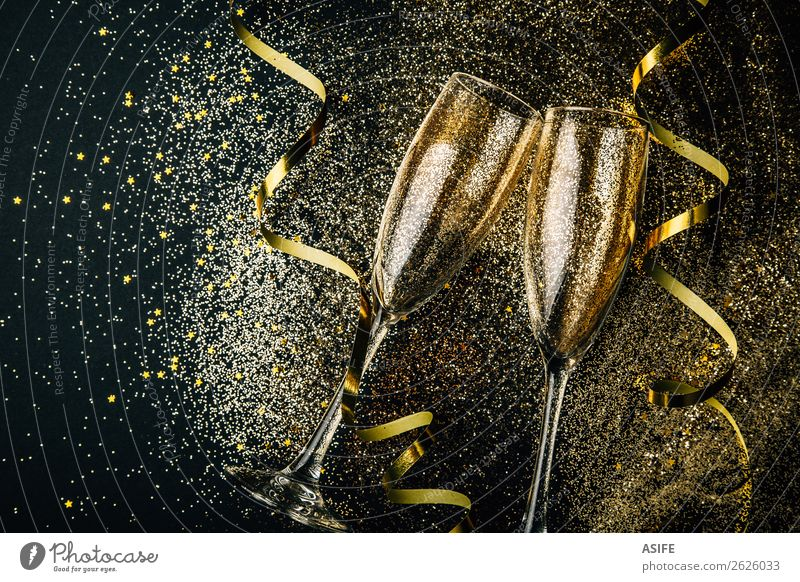 New year party concept Beverage Alcoholic drinks Luxury Joy Happy Feasts & Celebrations Christmas & Advent New Year's Eve Couple Dark Bright Gold champagne