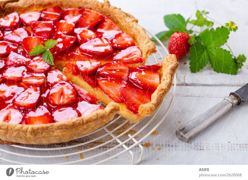 Strawberry tart Cheese Fruit Dessert Cutlery Summer Table Leaf Wood Fresh Red White Baked goods puff pastry Portion cake Home-made Pie Crust cream Berries