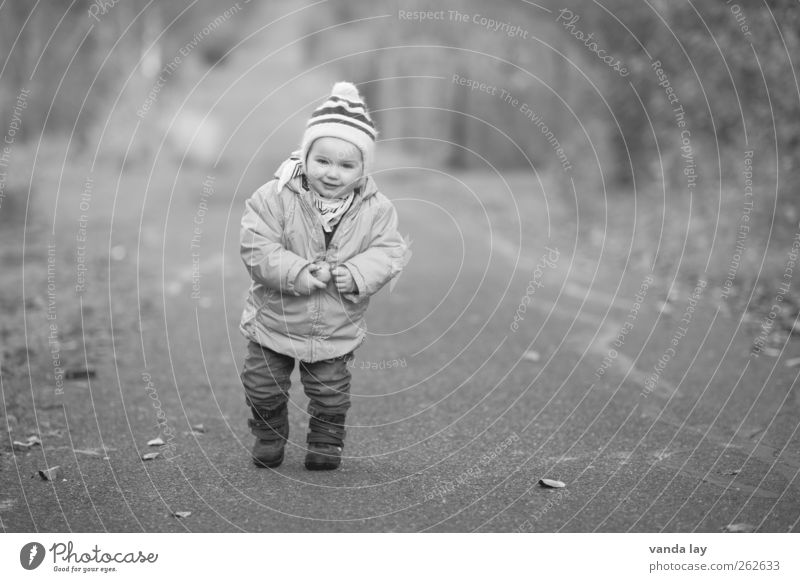 long way Playing Children's game Winter Hiking Human being Toddler Infancy 1 1 - 3 years Cap Walking Free Black White December November Autumn October Cold