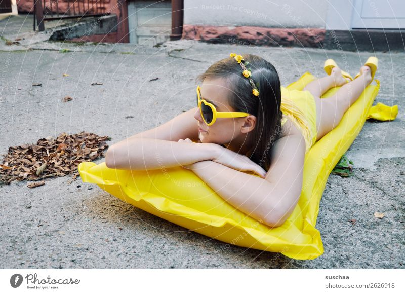 Child Vacation & Travel Youth (Young adults) Summer Leaf Winter Girl Autumn Warmth Yellow Cold Swimming & Bathing Crazy Wait Longing Asphalt
