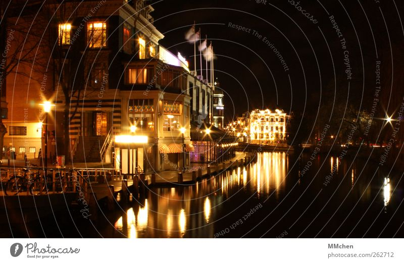 Water City House (Residential Structure) Building Flat (apartment) Illuminate Living or residing Manmade structures Navigation Downtown Old town Channel