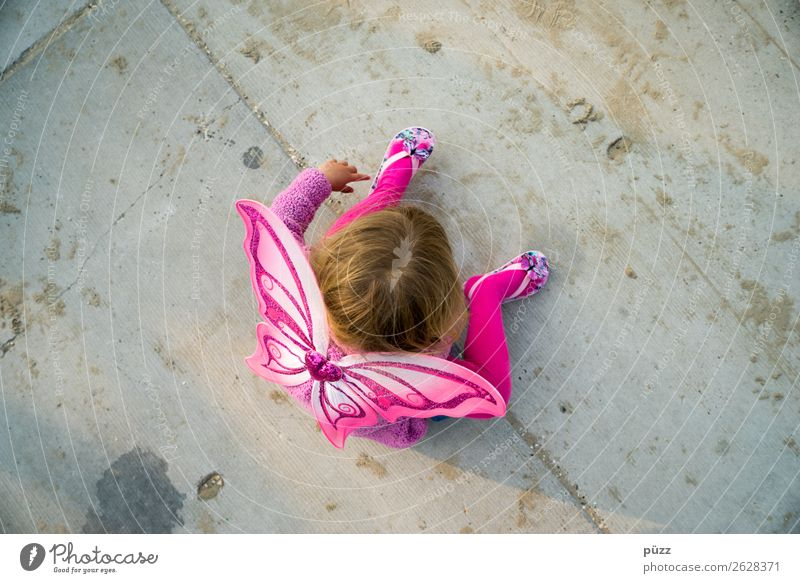 Child Human being Summer Loneliness Girl Street Sadness Feminine Playing Gray Pink Infancy Sit Wing Concrete Childhood memory
