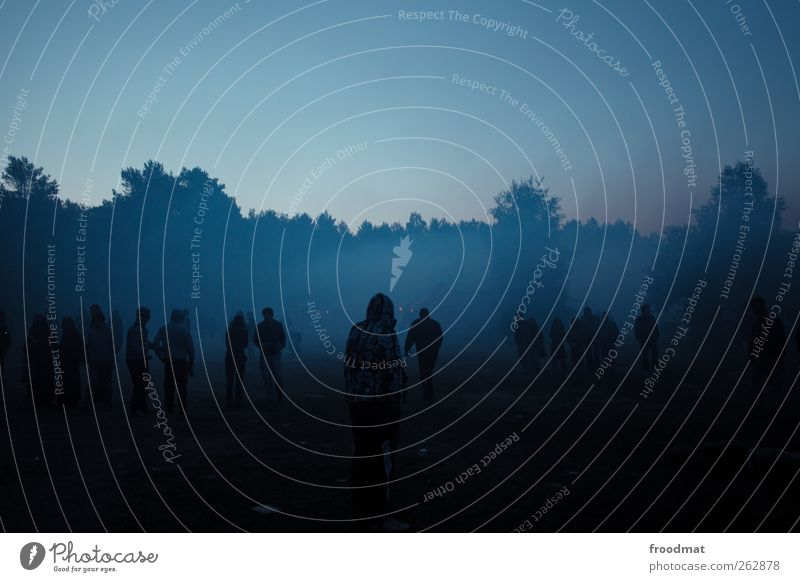 Blue hour Lifestyle Leisure and hobbies Adventure Summer Night life Event Going out Feasts & Celebrations Human being Youth (Young adults) Crowd of people
