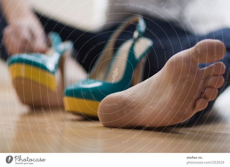 barefoot Lifestyle Shopping Luxury Elegant Beautiful Night life Human being Androgynous Homosexual Young woman Youth (Young adults) Young man Feet 1 Artist