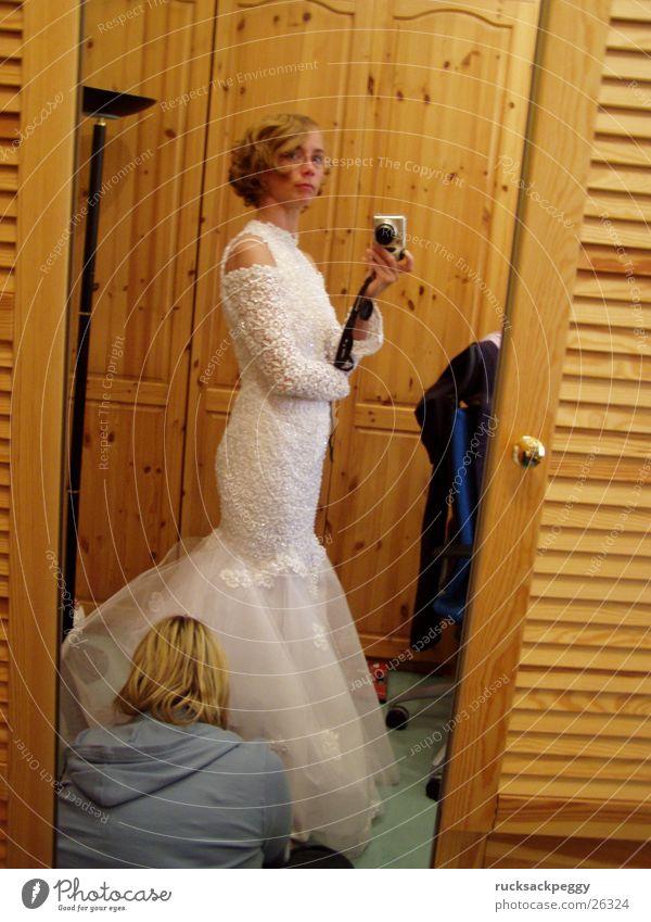 final polish Wedding Preparation Mirror Mirror image Wedding dress Bride Dress Sewing Change Model Woman self-portrait big day