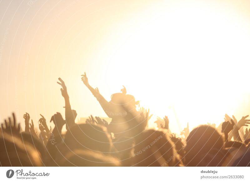 open air festival Festival Exterior shot Fan Musik Music Rock pop people menschen Freizeit Wochenende party sonne Sonnenuntergang Abend Abendstimmung Freiheit
