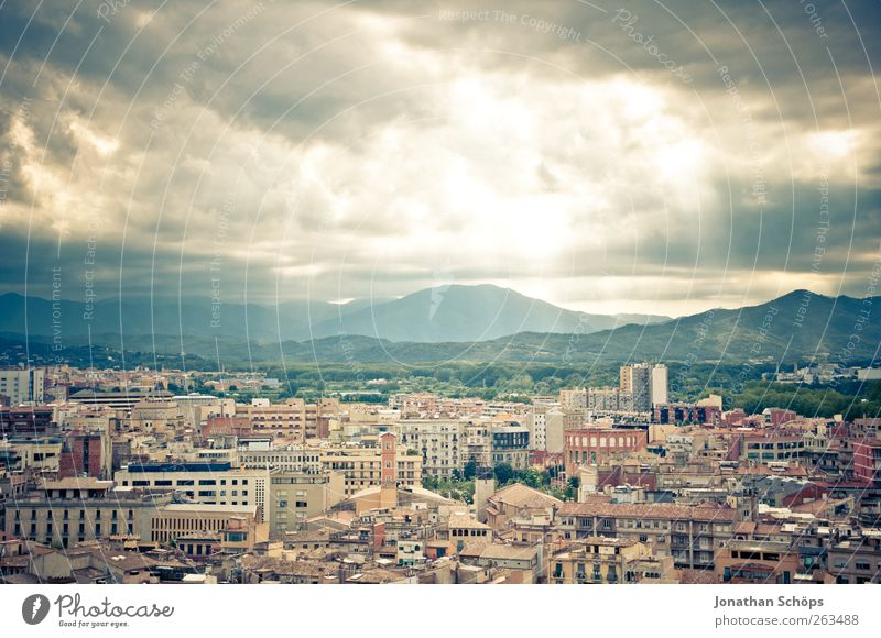 Girona I Vacation & Travel Tourism Trip Adventure Far-off places Freedom Sightseeing City trip Summer Sun Sky Spain Catalonia Town Downtown Skyline Populated