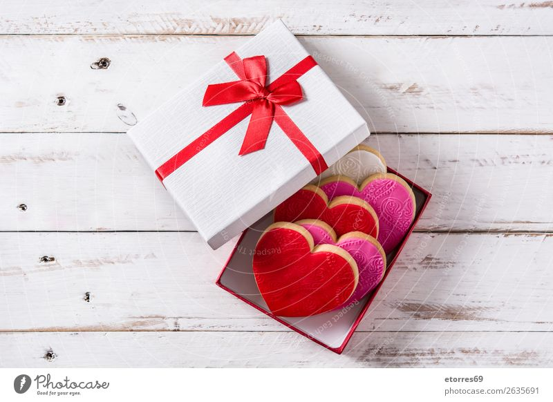 Heart-shaped cookies in gift box for Valentine's Day Cookie Food Healthy Eating Food photograph Dessert Baked goods fondant Sugar Sweet Candy Butter Home-made
