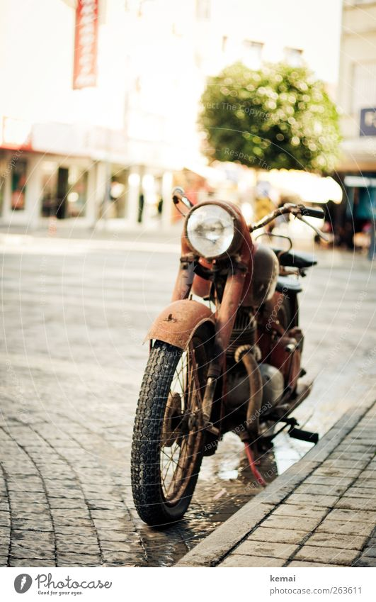 Old Vacation & Travel Sun Summer Street Freedom Leisure and hobbies Transport Authentic Stand Traffic infrastructure Cobblestones Downtown Motorcycle Parking