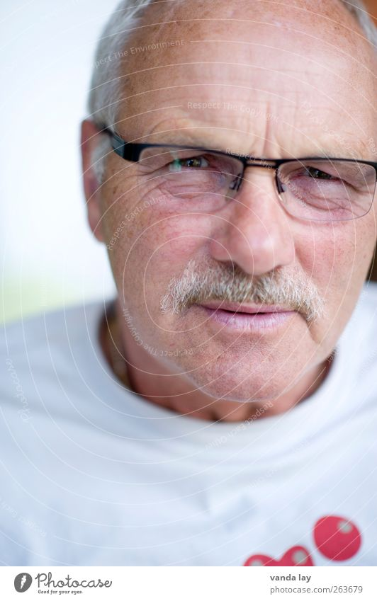 Human being Man Old Face Adults Senior citizen Masculine Eyeglasses T-shirt Trust 45 - 60 years 60 years and older Facial hair Male senior Retirement Sympathy