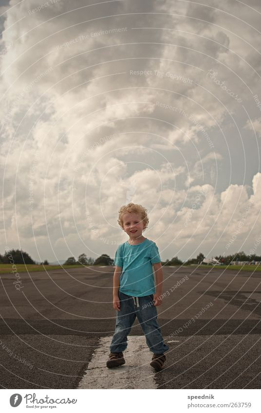 Hey Dude - ready for take-off Trip Far-off places Freedom Summer Child Human being Masculine Toddler Boy (child) Infancy Body 1 3 - 8 years Sky Clouds Sunlight
