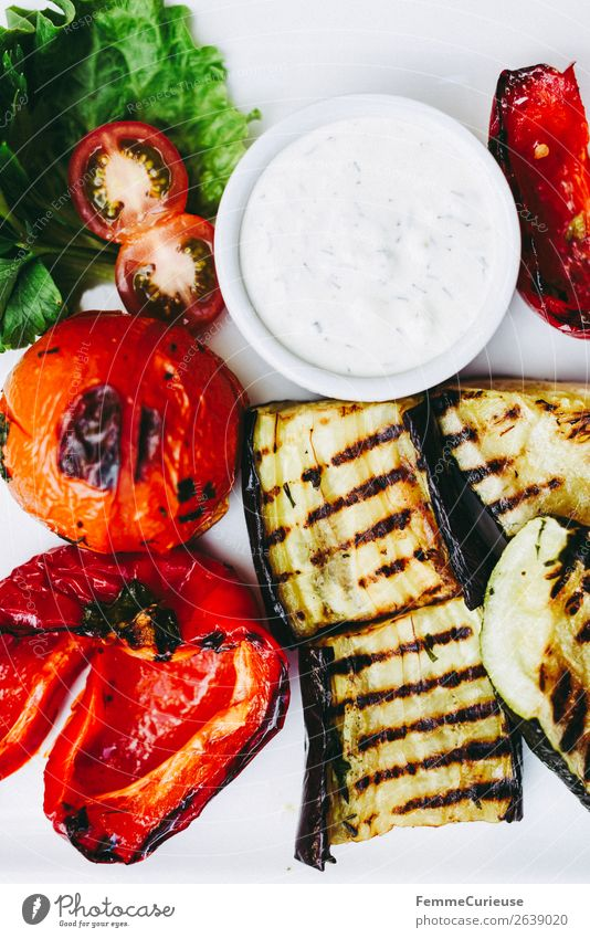 White Healthy Food Nutrition Vegetable Organic produce Mediterranean Vegetarian diet Diet Barbecue (event) Plate Dinner Vitamin Tomato Lettuce Salad