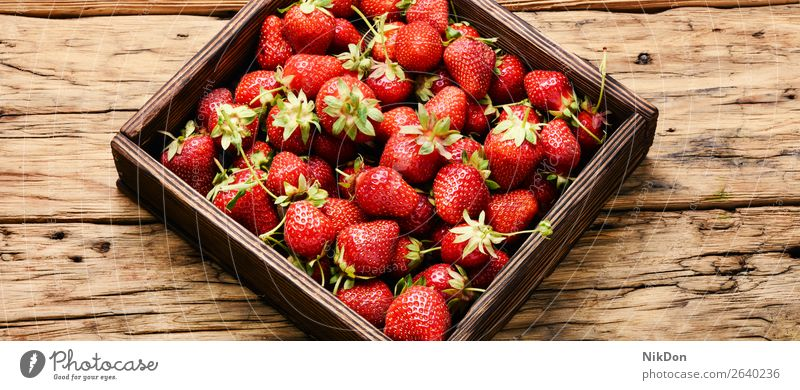box of strawberries ripe strawberry food red fruit fresh juicy sweet organic green healthy closeup tasty summer dessert freshness leaf delicious vitamin natural