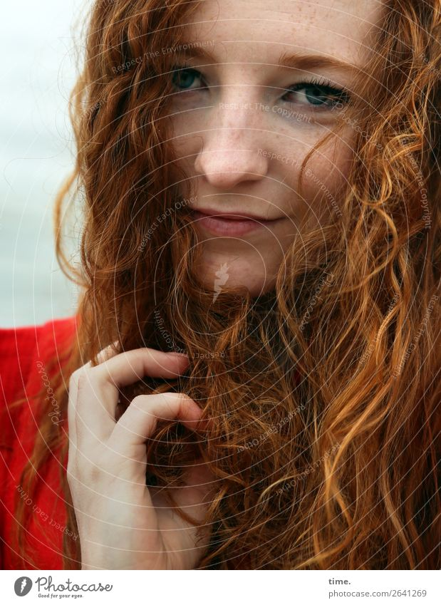 nina Feminine Woman Adults 1 Human being Dress Red-haired Long-haired Curl Observe Think To hold on Smiling Looking Wait Friendliness Beautiful Contentment