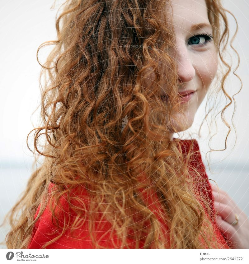 nina Feminine Woman Adults 1 Human being Horizon coast Dress Hair and hairstyles Red-haired Long-haired Curl Observe To hold on Smiling Looking Friendliness