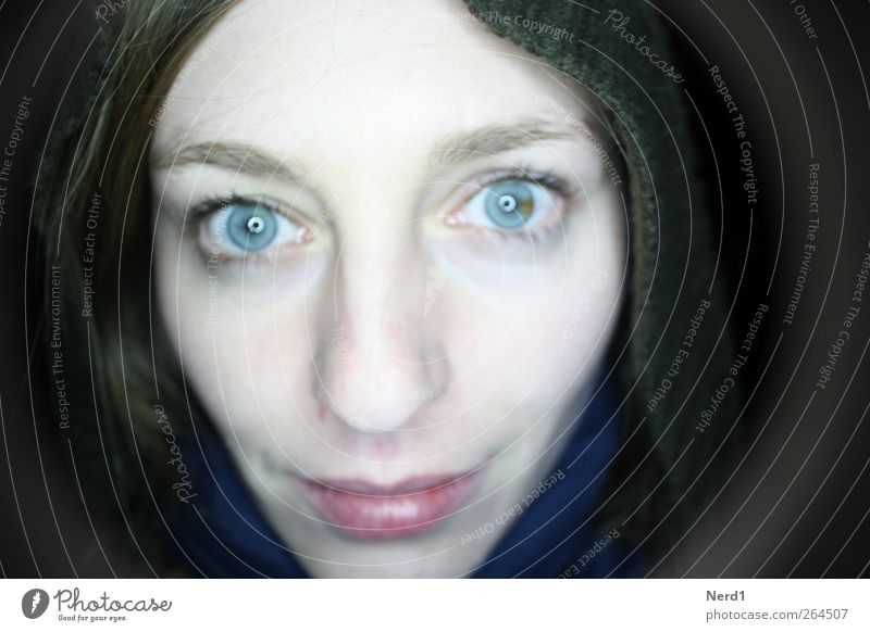 heterochromia Night life Going out Feminine Young woman Youth (Young adults) Eyes 1 Human being 18 - 30 years Adults Exceptional Authentic Friendliness Bright