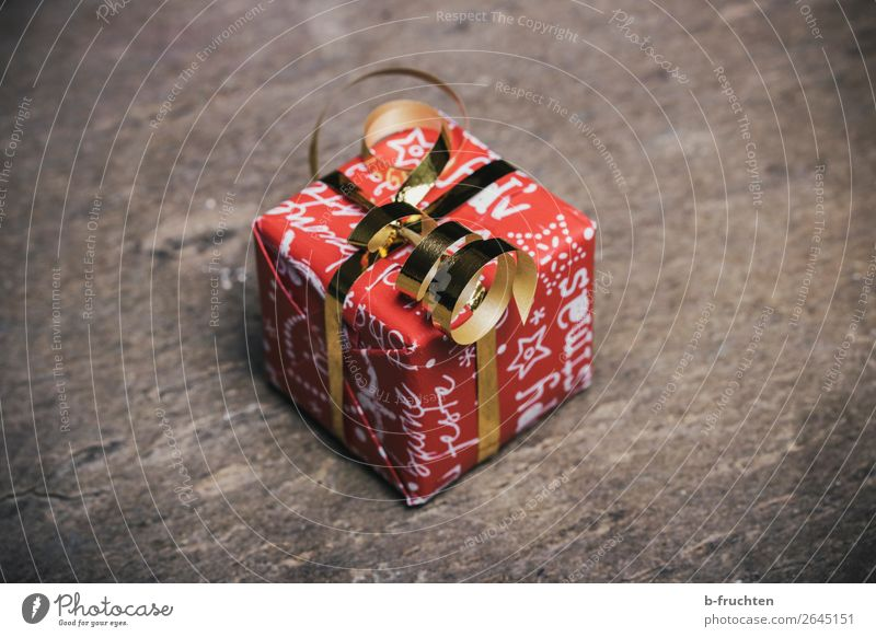 Christmas present Shopping Luxury Money Save Feasts & Celebrations Christmas & Advent Packaging Package Bow Wait Simple Cheap Gold Red Solidarity Help Grateful
