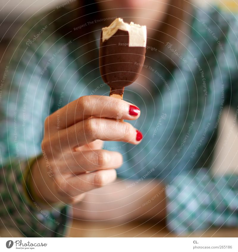 Human being Woman Youth (Young adults) Hand Vacation & Travel Summer Adults Nutrition Feminine Eating Fingers Ice cream Young woman Sweet To enjoy Joie de vivre (Vitality)