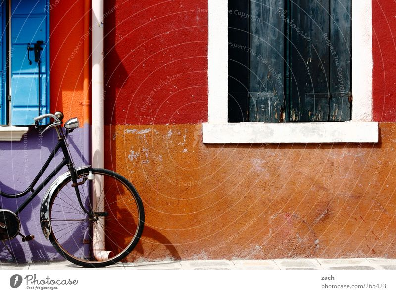 Blue Red House (Residential Structure) Window Wall (building) Stone Wall (barrier) Bicycle Facade Living or residing Italy Violet Village Wheel Cycling Venice