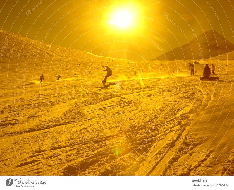 Sun Winter Mountain Yellow Snow Sports Action Many Downward Ski resort Skier Swing Snowboard Flashy Filter Ski run