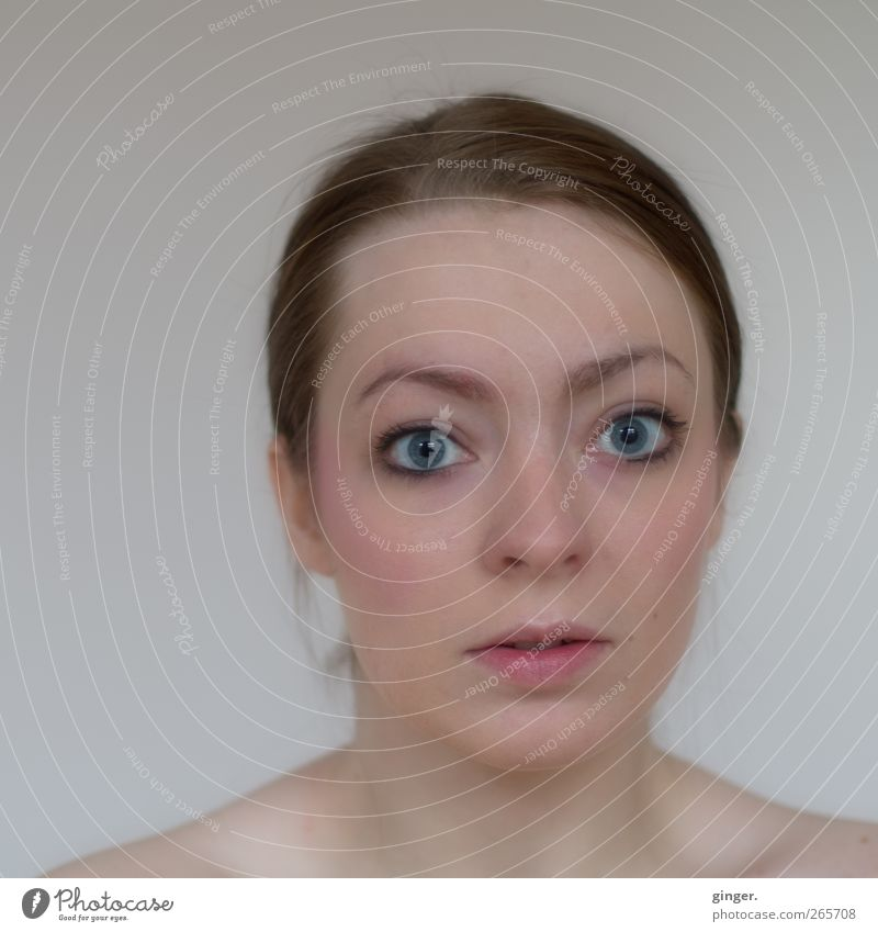 Unadulterated performance Human being Feminine Young woman Youth (Young adults) Woman Adults Head Hair and hairstyles Face Eyes 1 Looking Amazed Direct Honest