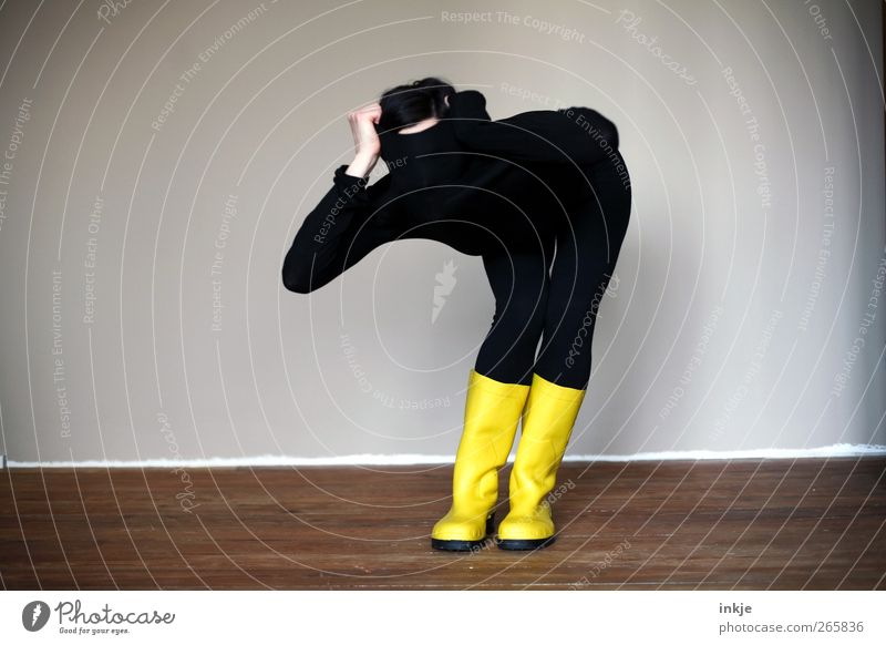 Communicate nonverbally Lifestyle Room Body 1 Human being Sweater Tights Rubber boots Observe Make Looking Stand Exceptional Cool (slang) Yellow Black Emotions