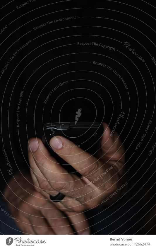 night surfers Telephone Cellphone Human being Masculine Hand Fingers 1 Dark Hacker Hide Retentive Internet Criminal Hiding place Black Colour photo