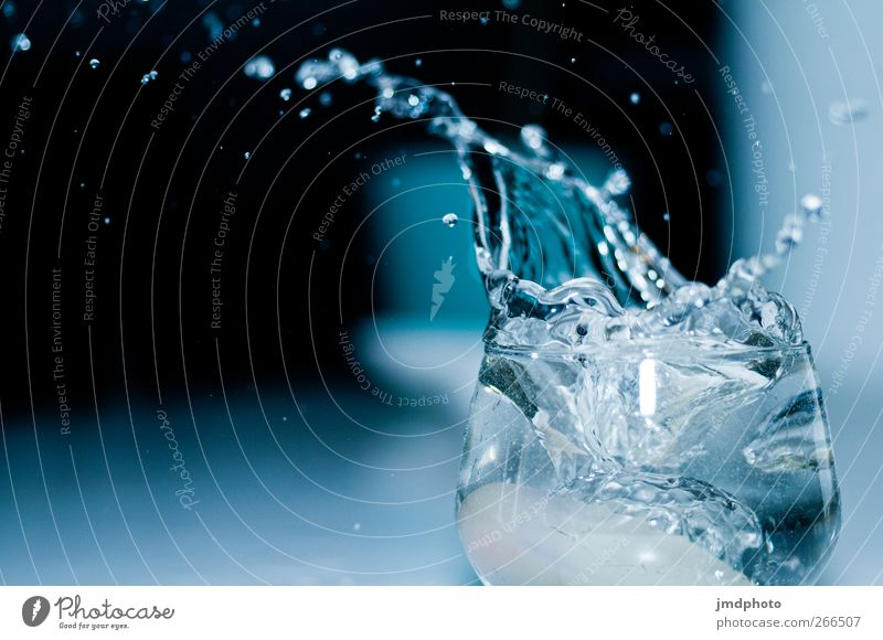 splash Nutrition Beverage Drinking water Glass Fresh Blue Black Inject Effervescent Drops of water Water Tumbler Splash of water Deluge Spill over Full Crowded