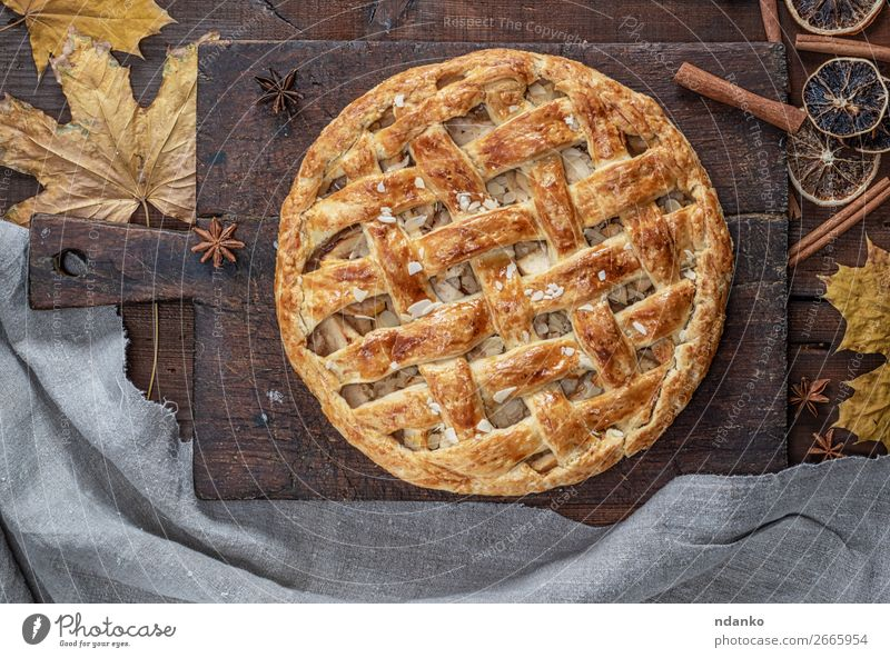 Baked whole round apple pie Eating Wood Autumn Brown Fruit Above Fresh Vantage point Table Cooking Delicious Kitchen Baked goods Candy Tradition Dessert
