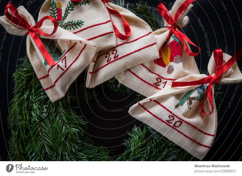 Advent wreath Decoration Advent Calendar Christmas & Advent Sign Characters Digits and numbers Retro Green Red White Happy Contentment Anticipation Romance Calm