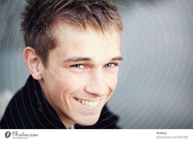 Sourire Naturel Human being Masculine Young man Youth (Young adults) Man Adults Head 1 18 - 30 years Smiling Laughter Looking Happiness Blue Gray Joy Happy