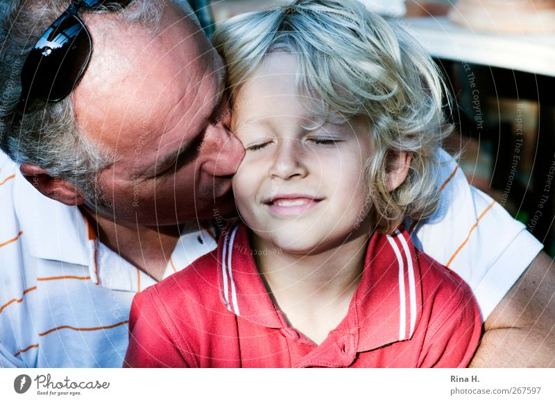 . Human being Masculine Boy (child) Man Adults Father Family & Relations Infancy Life 2 3 - 8 years Child 45 - 60 years Shirt Sunglasses Blonde Gray-haired Curl