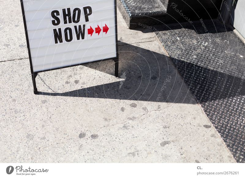 buy recommendation Christmas & Advent Economy Trade New York City USA Lanes & trails Sign Signs and labeling Arrow Shopping Debauchery Business Success