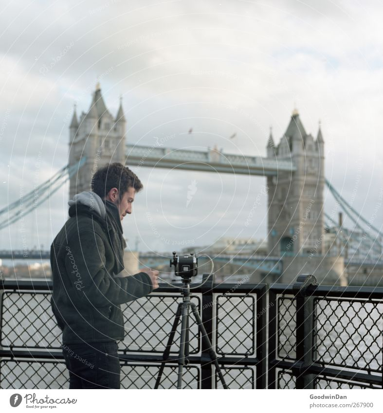 Oli. Human being Masculine Friendship 1 London Town Capital city Downtown Old town Tourist Attraction Landmark Tower Bridge Wait Cold Contentment