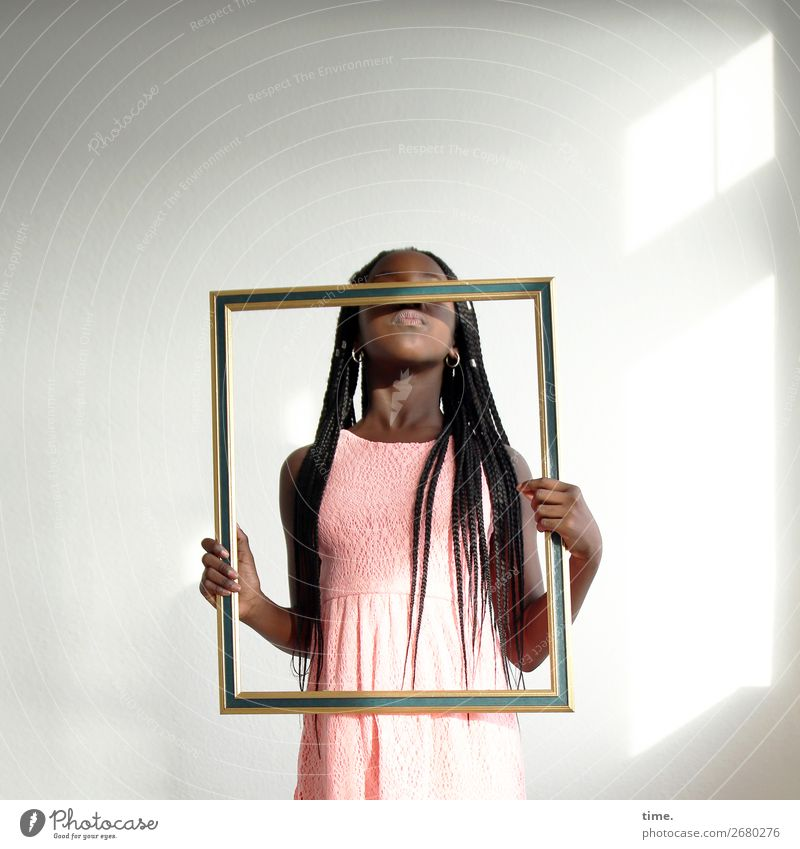 Art of Gloria Room Feminine Girl 1 Human being Artist Sculpture Stage play Actor Picture frame Dress Brunette Long-haired Afro Discover To hold on Communicate