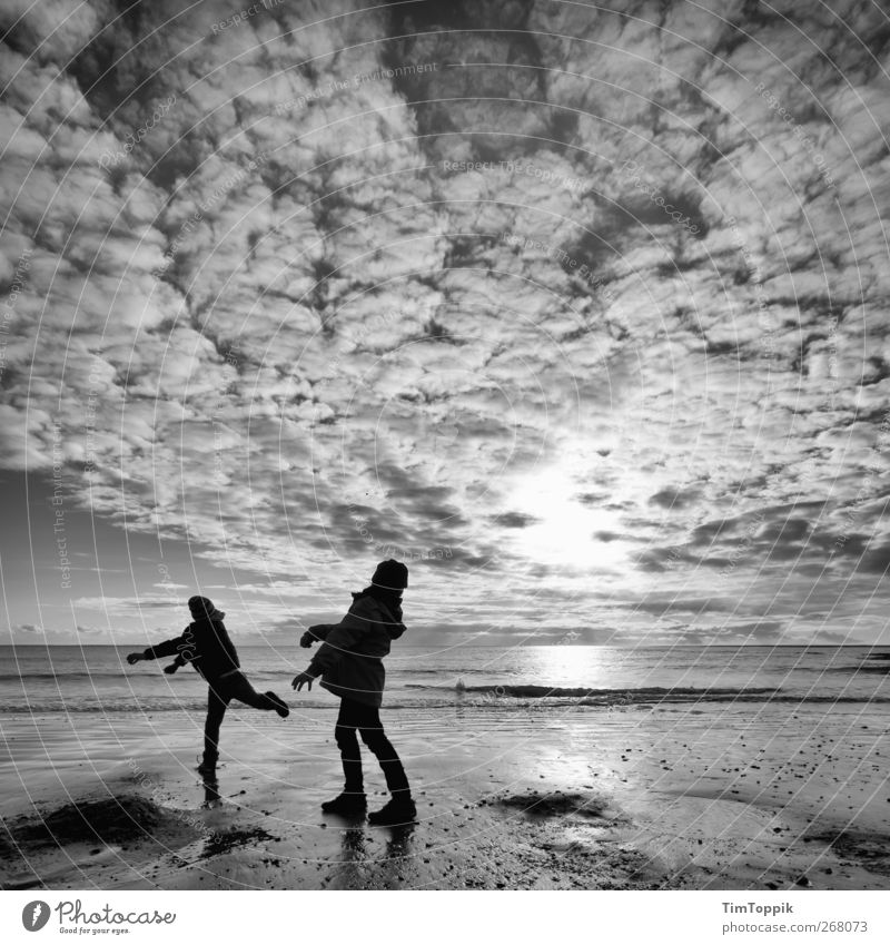 Sky Vacation & Travel Ocean Beach Joy Clouds Relaxation Far-off places Playing Horizon North Sea Throw Light heartedness Evening sun Sea water Clouds in the sky