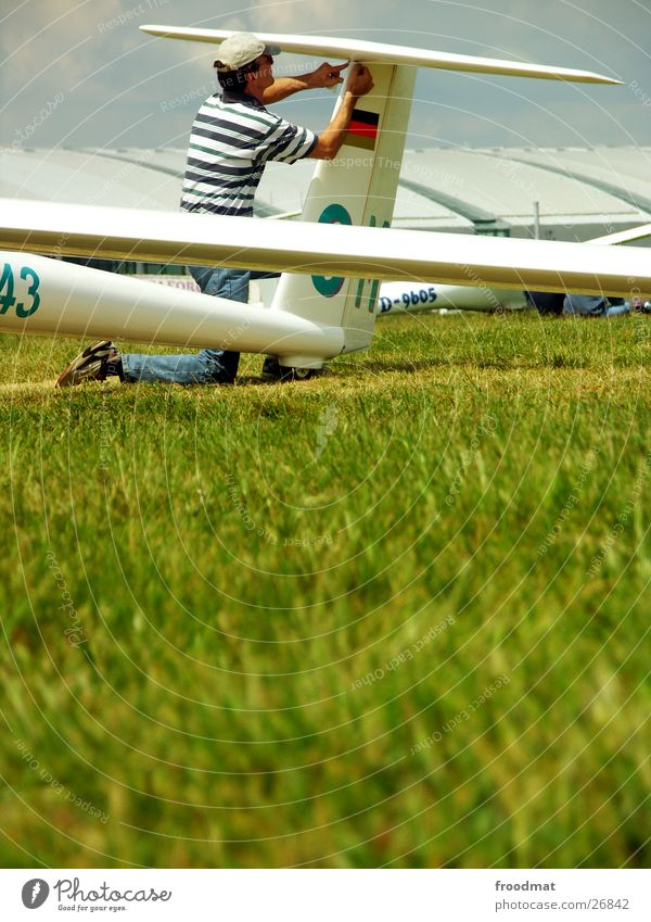 Technical maintenance Gliding Airplane Karlsruhe Meadow Grass Knee Preparation Handicraft Work and employment Repair Summer Technician Pilot Leisure and hobbies