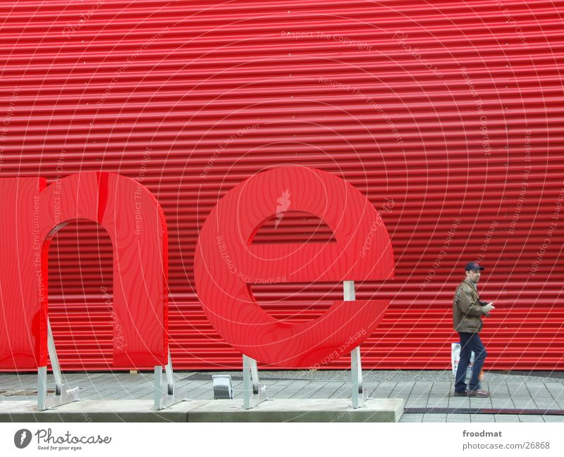 Human being Man Red Letters (alphabet) Advertising Hannover Visitor Corrugated sheet iron Exhibition hall CeBIT