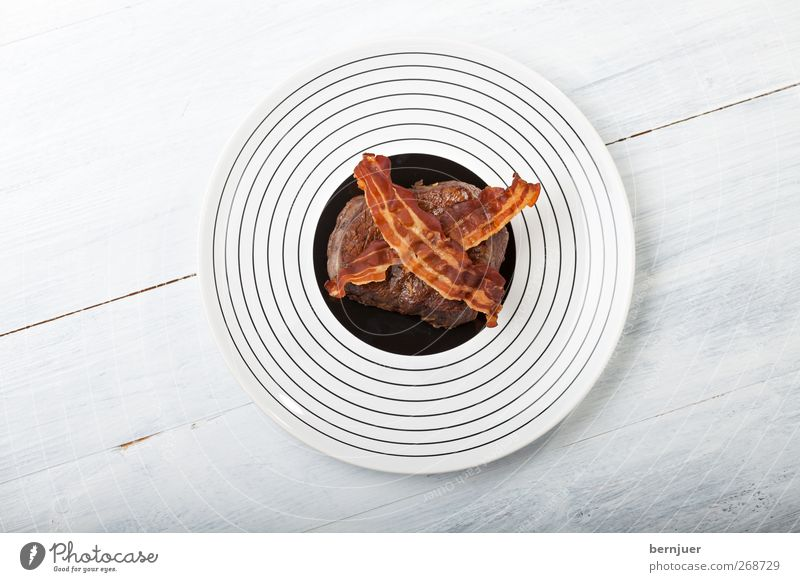 naughts and crosses Food Meat Dinner Slow food Plate Hot Uniqueness Above Round Brown Black White Bacon Stripe Circle Concentric beef steak Filet mignon