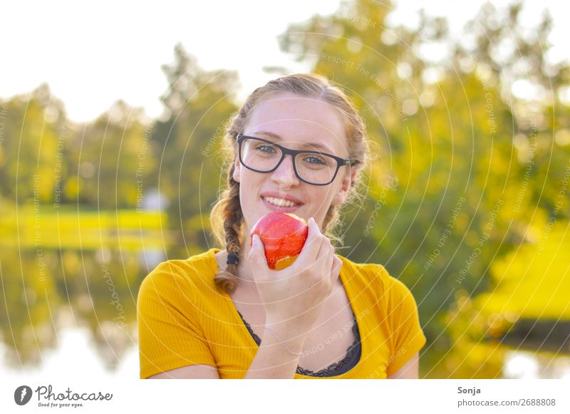 Young woman with an apple in her hand Food Apple Picnic Lifestyle Healthy Healthy Eating Summer Feminine Youth (Young adults) 1 Human being 13 - 18 years