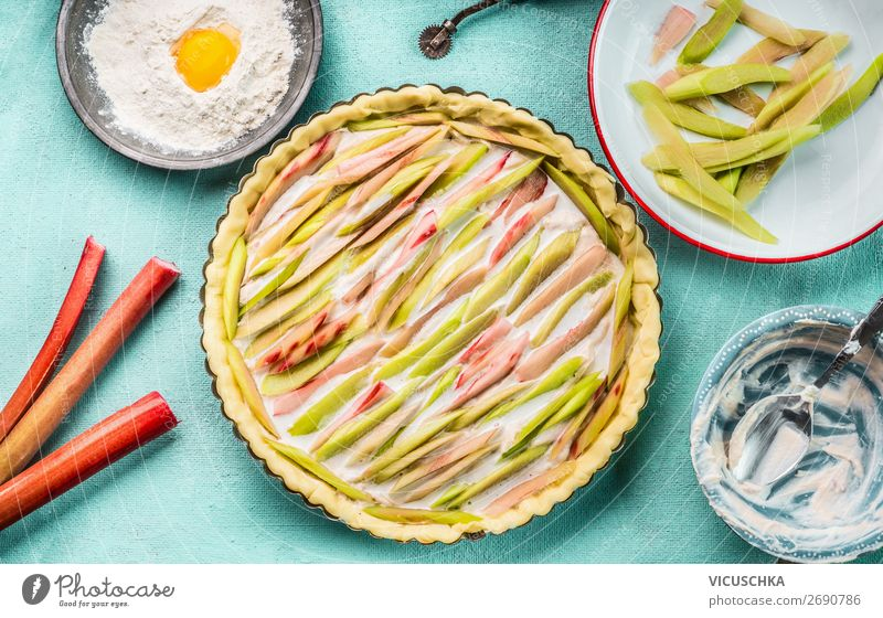 Shortcrust pastry Prepare rhubarb cake Food Cake Nutrition Organic produce Crockery Style Design Summer Living or residing Short-crust pastry Rhubarb Cooking