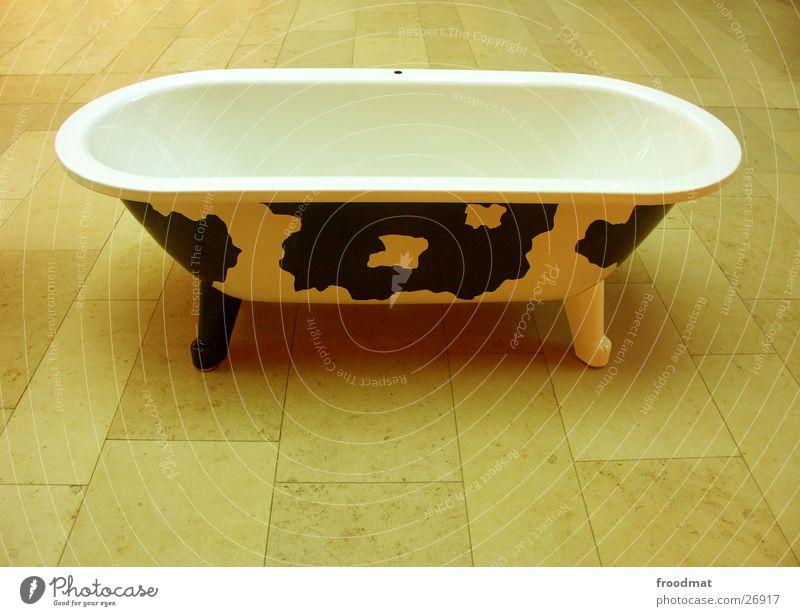 Style Funny Design Cool (slang) Bathroom Floor covering Living or residing Swimming & Bathing Toilet Interior design Friendliness Cow Bathtub Surrealism Sweden