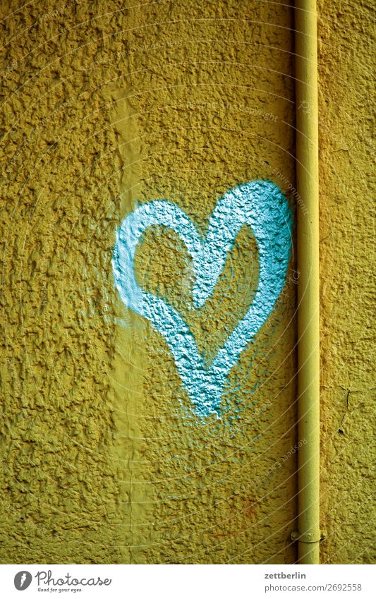 Heart for Gold Love Affection Declaration of love Graffiti Sign Symbols and metaphors Spring fever Emotions Together Relationship Berlin Building