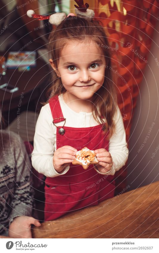 Baking Christmas cookies at home Candy Lifestyle Kitchen Feasts & Celebrations Christmas & Advent Child Craft (trade) Human being Girl 1 3 - 8 years Infancy