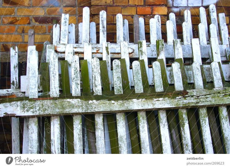 fence Living or residing Flat (apartment) House (Residential Structure) Garden Small Town Manmade structures Building Architecture Wall (barrier)