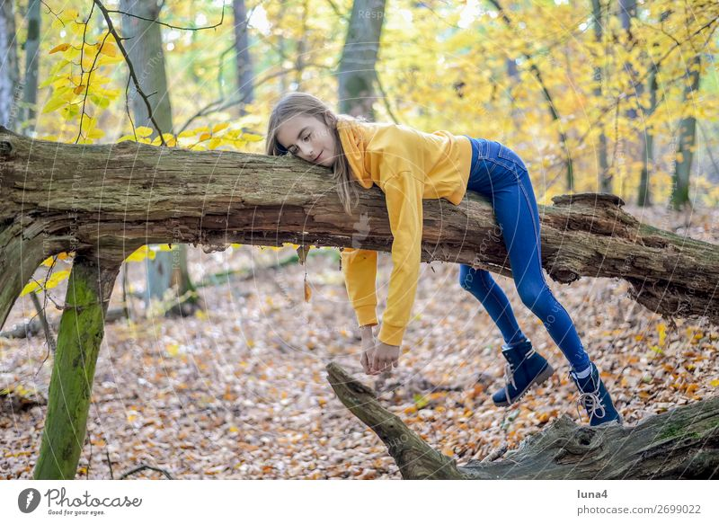 Child Nature Tree Relaxation Loneliness Calm Joy Forest Girl Lifestyle Sadness Happy Trip Contentment Leisure and hobbies Dream