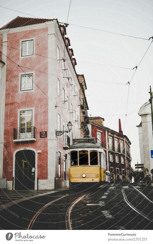 Carreira 28E dos Eléctricos de Lisboa Transport Means of transport Traffic infrastructure Passenger traffic Public transit Road traffic Train travel