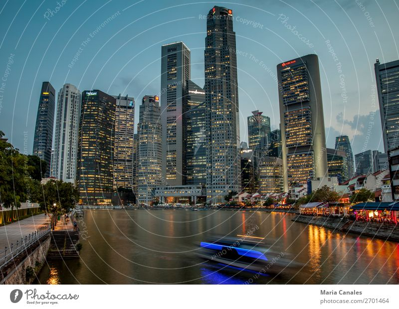 Cae la noche en Singapur Singapore Asia Town Capital city Port City Downtown Building Architecture Inland navigation Boating trip Watercraft skyline
