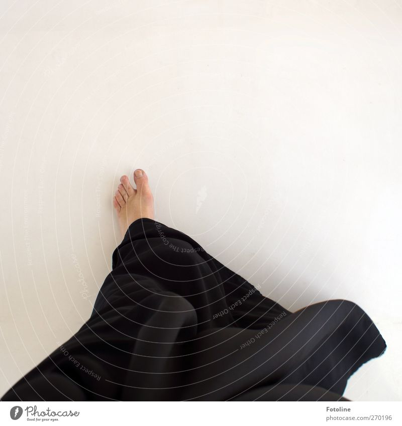 Abu Dhabi {On the way to the Sheikh - for Time.} Human being Feminine Woman Adults Skin Feet Bright Black White Toes Costume Abaya Traditional costume Dress