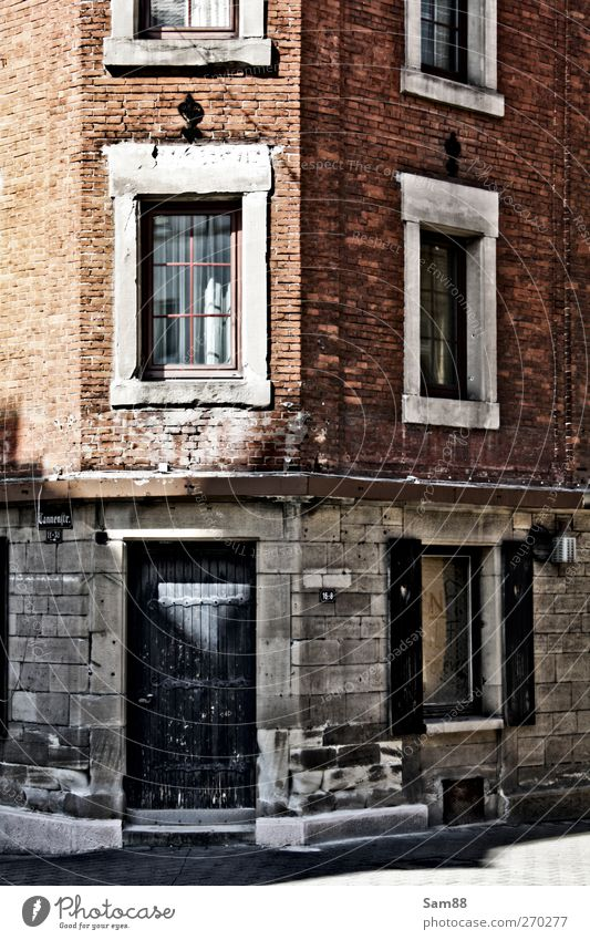 Old City Loneliness House (Residential Structure) Window Wall (building) Architecture Wall (barrier) Building Door Facade Dirty Poverty Gloomy